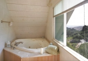 015_Enjoy-Jacuzzi-Tub-